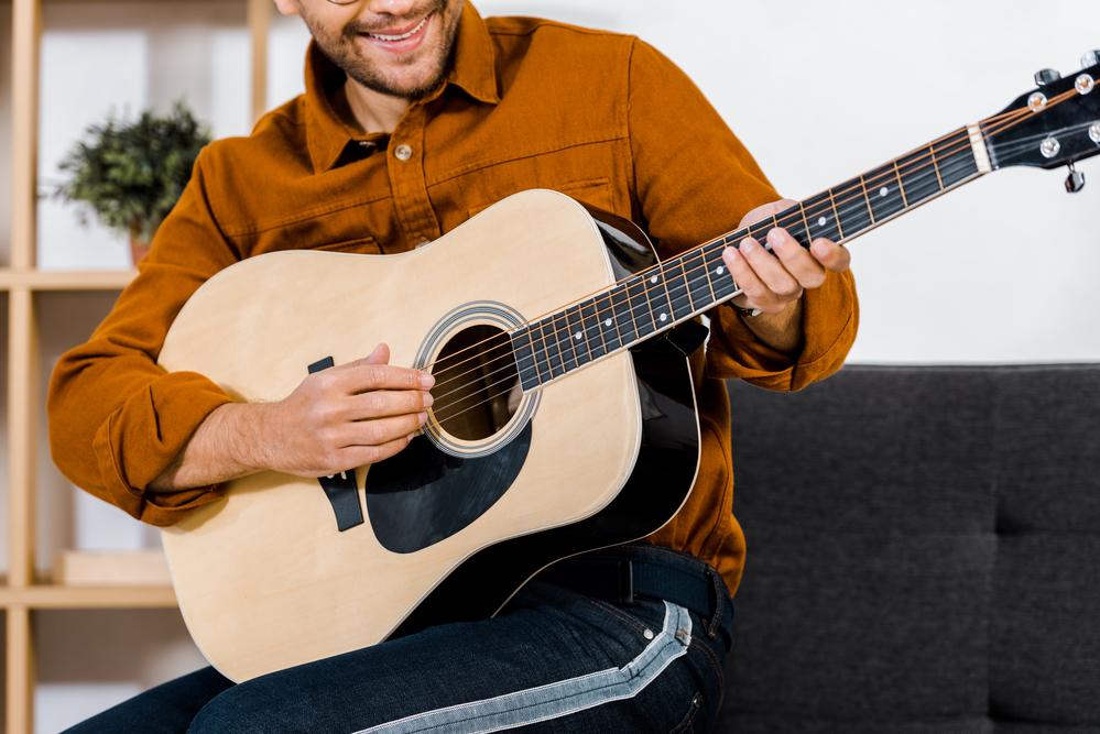 לימוד גיטרה למתחילים עד מתקדמים - Evolving Guitarist