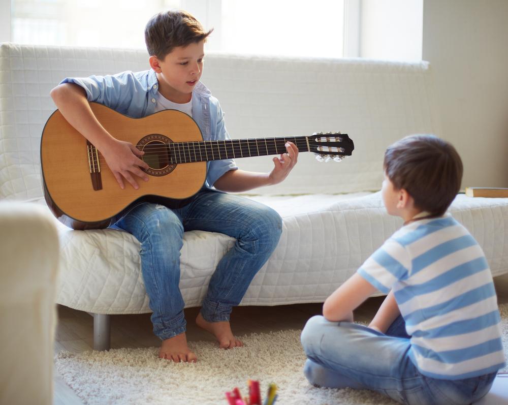 מתחילים ללמוד גיטרה