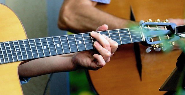 מתחילים ללמוד גיטרה לימודי אקורדים